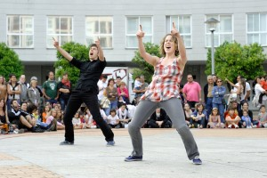 Las compa as kukai y coliflor circo teatro premios umore for Espectaculo kukai dantza