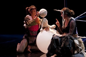 "Marie de Jongh Teatro: ""Ikimilikiliklik"" © Pío Ortiz de Pinedo"